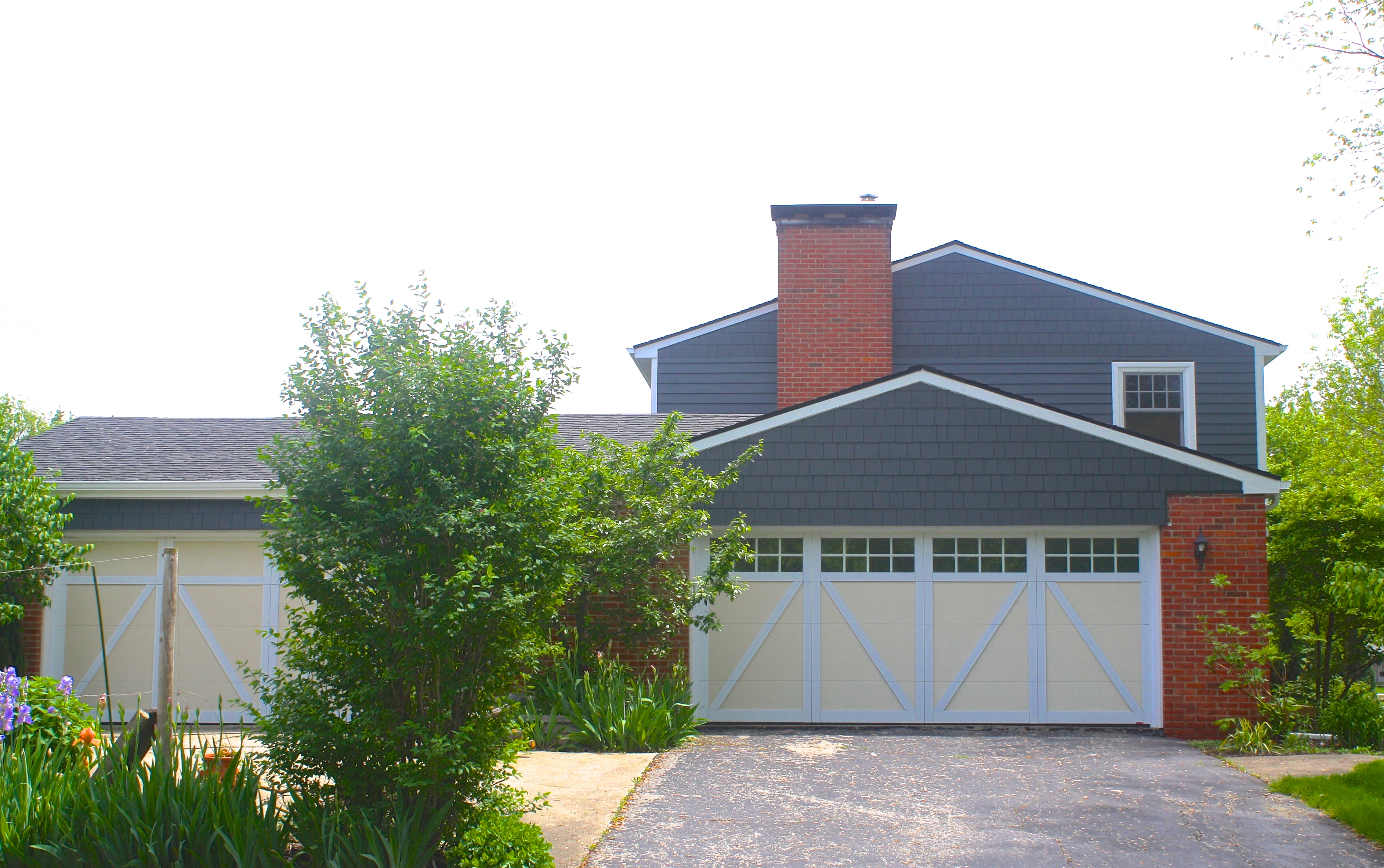 James Hardie Fiber Cement Siding In Iron Gray And Straight Edged Shakes In Bloomington Il