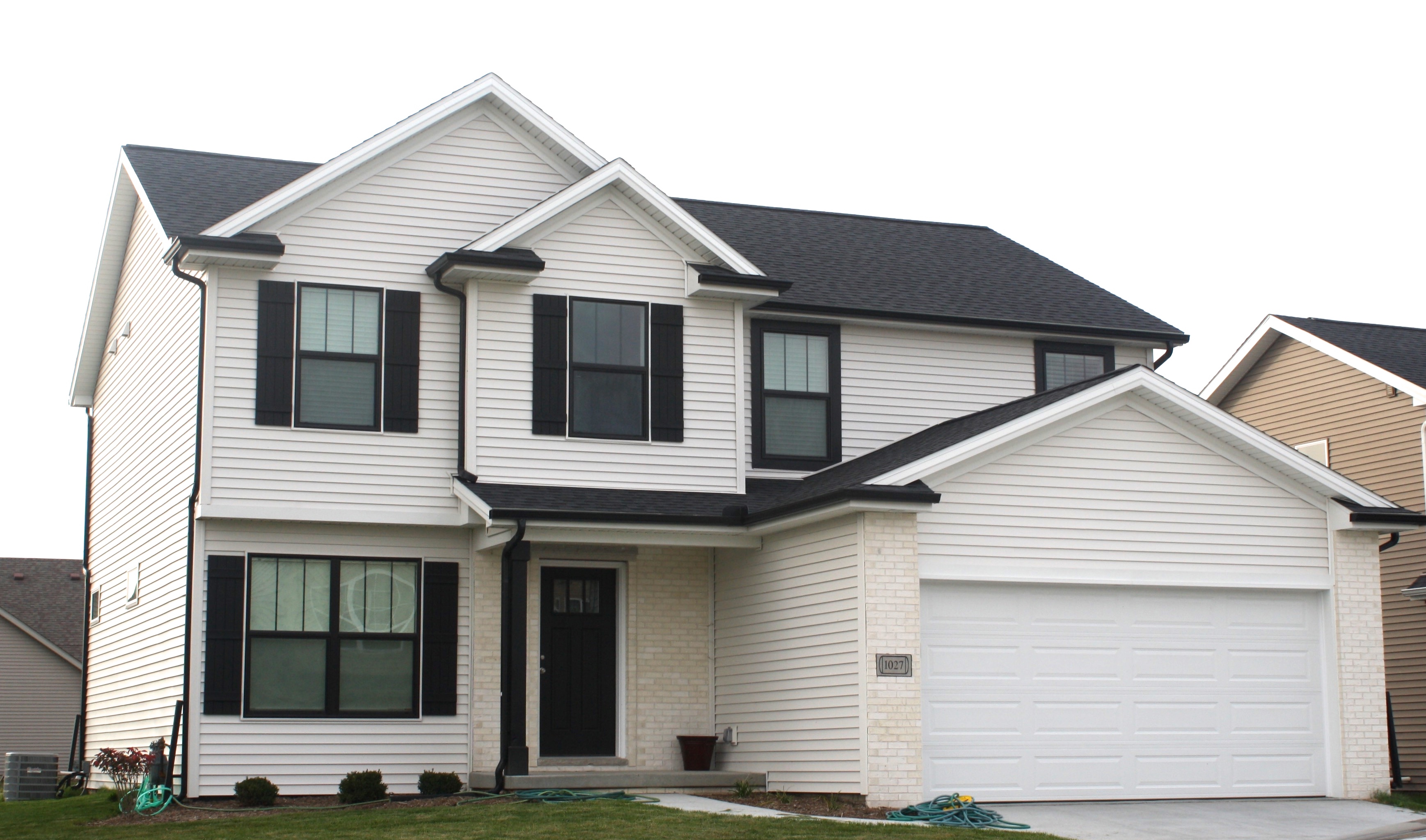 Back roof mastic linen siding white trim black gutters in bloomington il carlson exteriors inc - Black house with white trim ...