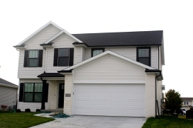 black-roof-white-trim-mastic-linen-light-cream-siding-black-gutters-bloomignton-il