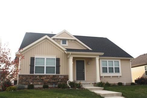 certainteed-landmark-morie-black-roof-decorative-gable-accent-mastic-sandstone-tan-siding-normal-il-kelly-glen