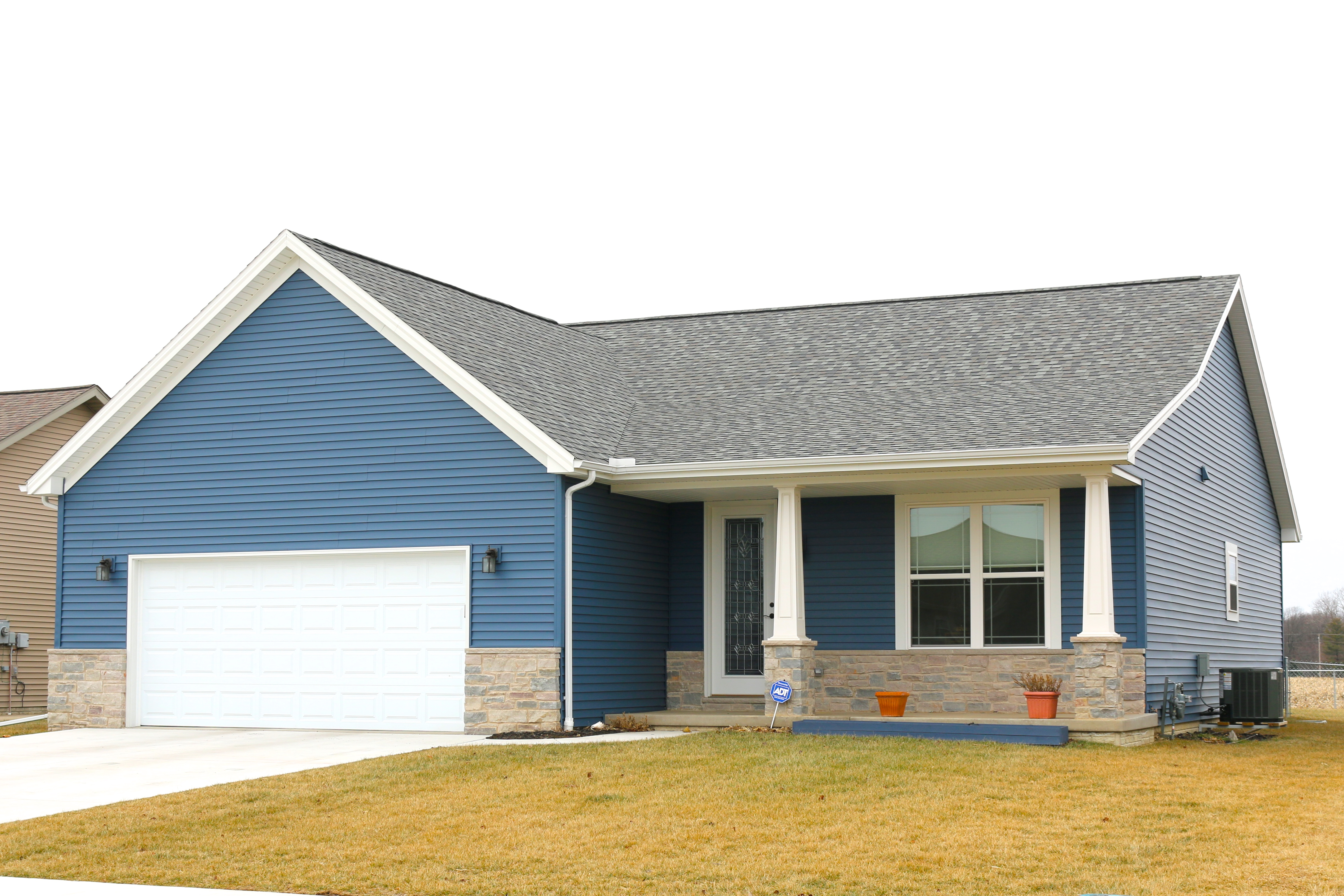 Georgetown grey shingles newport bay blue siding white for Blue siding house