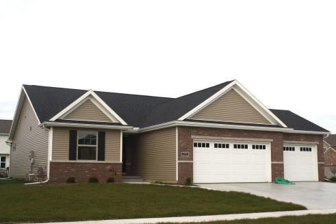 mastic-pebblestone-siding-white-trim-certainteed-landmark-morie-black-shingles-in-normal-il-blackstone