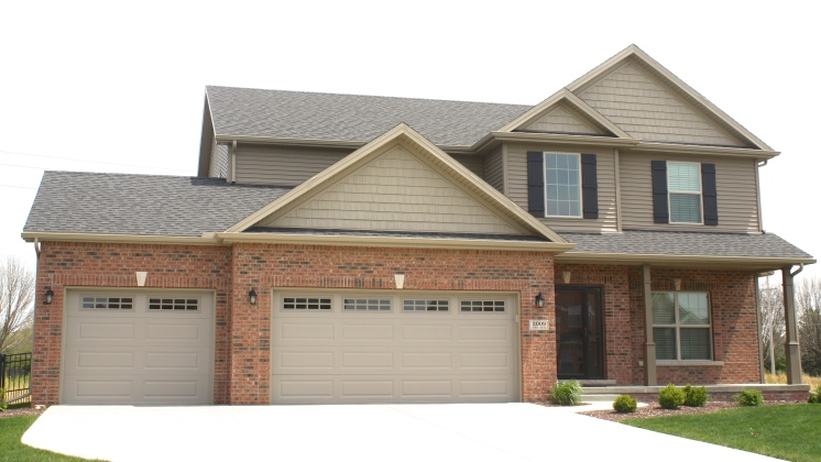 mastic-rugged-canyon-siding-ct-northwoods-in-natural-clay-landmark-weathered-wood-shingles-bloomington-il-tipton-trails