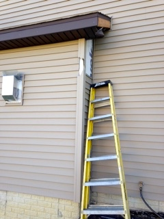 Broken siding corner repair in bloomington il