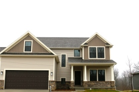 Weathered wood roof, desert sand tan horizontal siding, rugged canyon dark brown vertical siding, cameo trim in Downs il